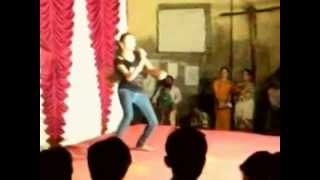 very funny girl fall while dancing in india
