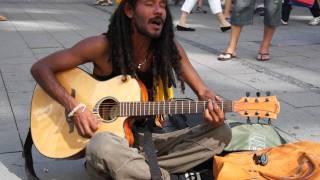 Straßensänger in München || Bob Marley - No Woman No Cry