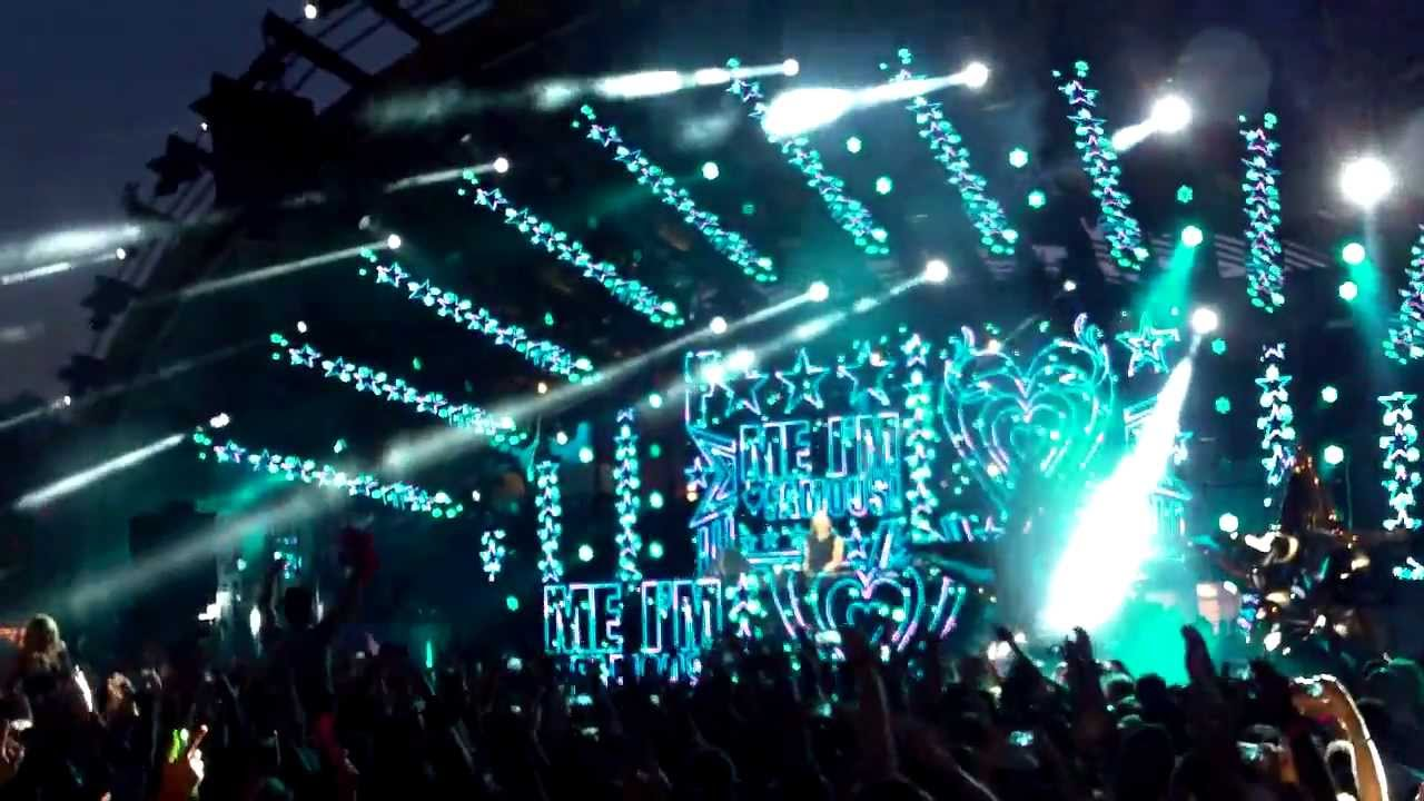Download F*** Me I'm Famous(David Guetta) - Ushuaia Ibiza - Opening Party(1st July 2013)