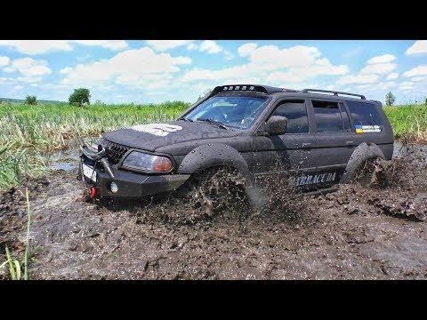 Нива ПЕРЕПЛЫВАЕТ реку. Mitsubishi Pajero Sport. Off-Road.