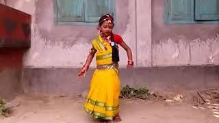 Maina Chalak Chalak Kore Re