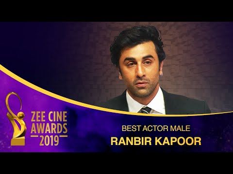 Ranbir Kapoor gets Best Actor Male Award from Alia Bhatt | Zee Cine Awards 2019