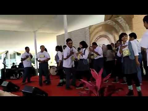 Free download lagu Lincahnya Orangtua Menari/Dancing of old people (Anak Sekolah - Chrisye) Mp3 terbaru 2020
