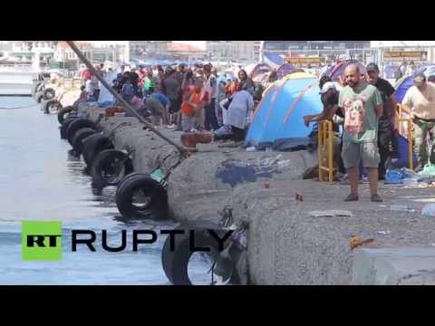Greece: Lesbos refugees queue for Piraeus tickets, sleep in tents on Mytilene port