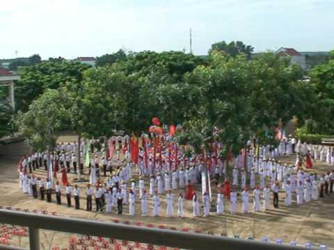Nghi thức đón học sinh đầu cấp ở trường THPT chuyên Quang Trung - Bình Phước