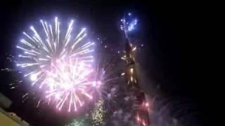 Фейерверк Дубай 2012 Новый Год(Фейерверк под Бурдж Халифой, ее высота 828 метров, 163 жилых этажа. Дубай 2012 Новый Год., 2012-01-08T19:02:56.000Z)