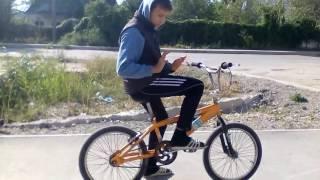 легкие трюки на велосипеде(мой скайп : titanium240403 мы старались следующее видео про рыбалку., 2016-09-24T13:18:47.000Z)