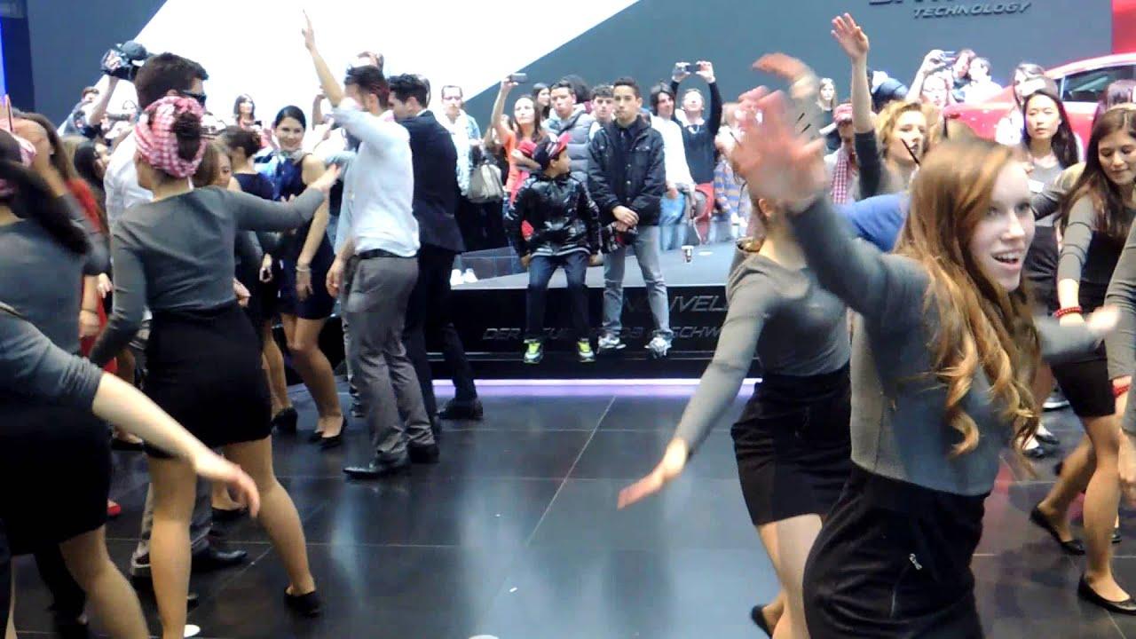 salon de l automobile de geneve 2013 danse des hotesses ford et mazda youtube