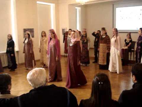 Показ армянской национальной одежды - 1