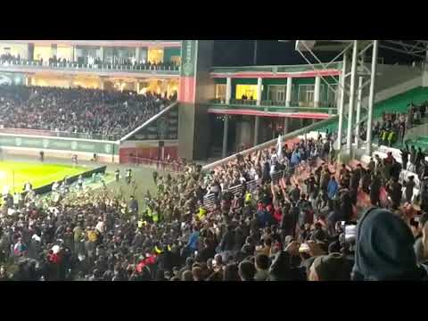 Массовая драка футбольных фанатов на стадионе в Грозном