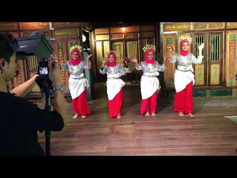 Ewah-Ewah dance by UPM dancers for Wany Hasrita