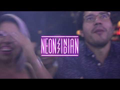 Neon Indian en C3 Stage
