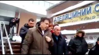 Под апелляционным судом Саакашвили попытались вручить повестку на допрос в СБУ   Страна.ua