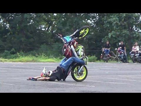 Freestyle Motor Yamaha Vixion Vs Honda Beat Di Bajulmati Banyuwangi AMAZING