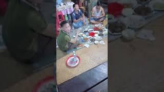 Cô dâu 61 tuổi cùng chồng 26 tuổi ăn bữa cơm chia tay trước khi về Hà Nội
