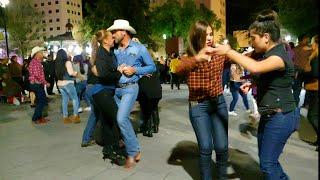 Gambar cover La familia Ética bailando desde la plaza de armas