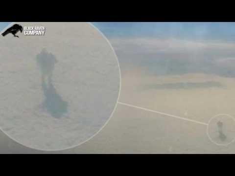 Foto-hecho #18 Hombre camina por las nubes
