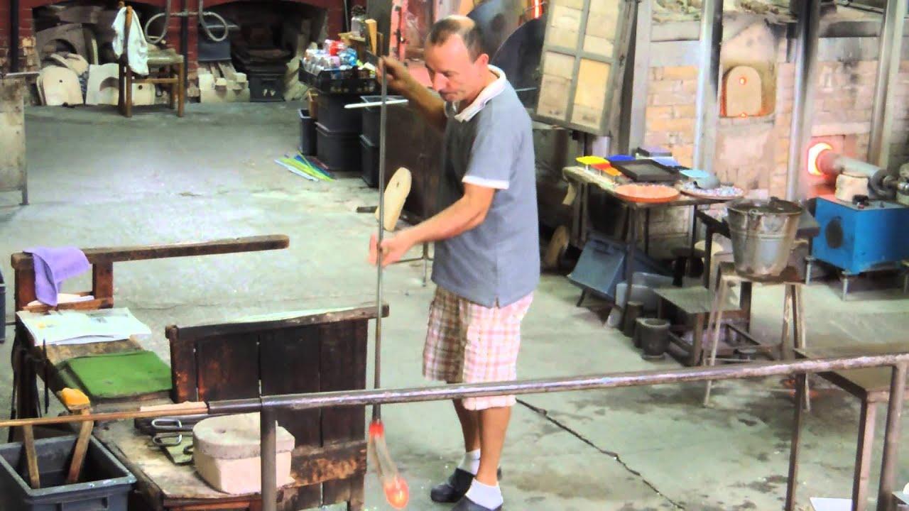 Produzione Artigianale Del Vetro.Lavorazione Del Vetro A Murano Soffiatura Vaso Youtube