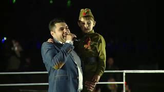 На сцене с сыном )))