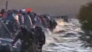 RUSSIA FLOODS (Emergencies workers reinforce levees in Russia