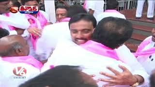 TRS MLAs Celebrates Their Victory In Telangana Bhavan | Teenmaar News | V6 News