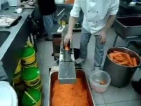 10 мар 2015. Получались длинные полосочки, но они были слишком тоненькие и заметно отличались по форме от «корейской». И мамина знакомая посоветовала нам купить специальную тёрку для морковки «по-корейски». Но очень настойчиво убеждала, что тёрка обязательно должна быть фирмы.