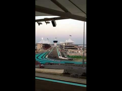 F1 Abu Dhabi - warming up the tires