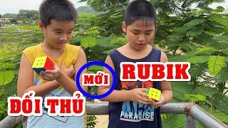 Bé Dương thách đấu Rubik với con chủ quán trà sữa Đức Ngà