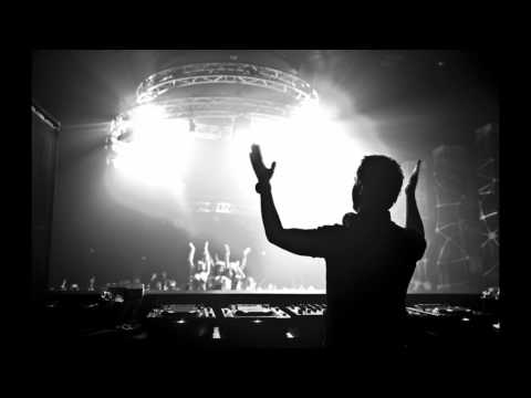 Nic Chagall vs 3LAU & Paris & Simo vs Shogun - Find Me & Escape This Moment (Dashup)