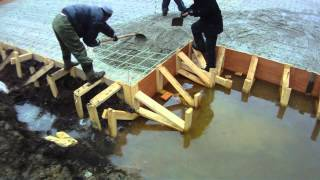 Стеклопластиковая арматура в фундаменте(Заливка плиты фундамента имеющего каркас, связанный из строительной композитной полимерной арматуры...., 2012-04-14T22:02:00.000Z)