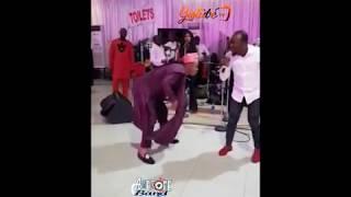 WOLI AGBA AND DELE DANCES SHAKUSHAKU TO AWESOME BAND'S GROOVE,SEE FUNNY DANCE STEPS.