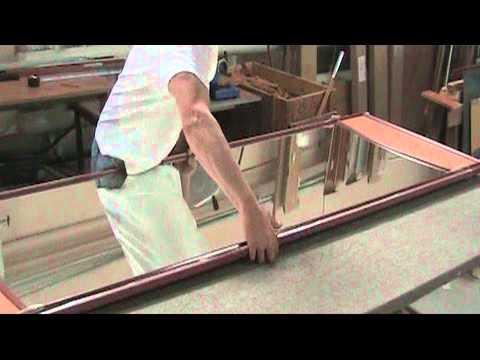 Испытание зеркальной двери для шкафа-купе