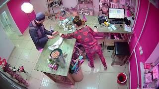 Аферист и вор в Челябинске, обман мошенником в магазине цветов