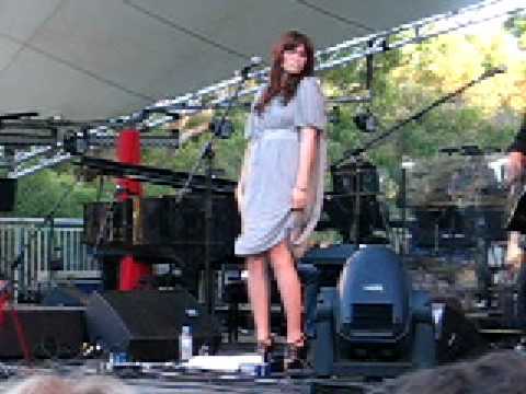 Help Me - Mandy Moore. Live Perth Feb 29th 2008
