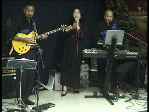Siwi Yunia & The Family - Mama Bakar Sagu