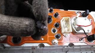 Почему  тускло горит лампочка зарядки аккумулятора  ВА3 -2107