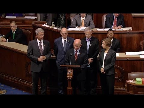 House Holds Moment of Silence for Umpqua Community College Shooting Victims