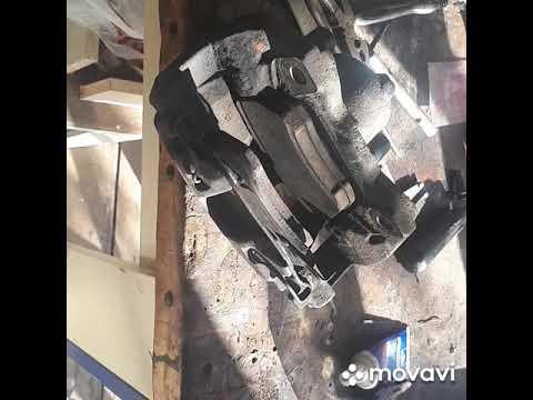 Опель Зафира А передний тормозной супорт ремонт, профилактика.