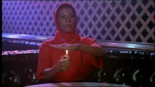 Akeem e sammy alla ricerca della regina in un bar del queens...da morire dalle risate!!!