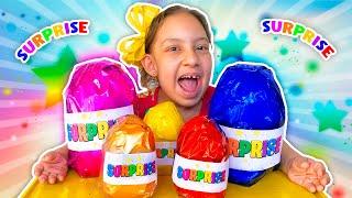 Maria Clara brincando com OVOS SURPRESA (Maria Clara Plays with Surprise Colored Eggs) -MC Divertida