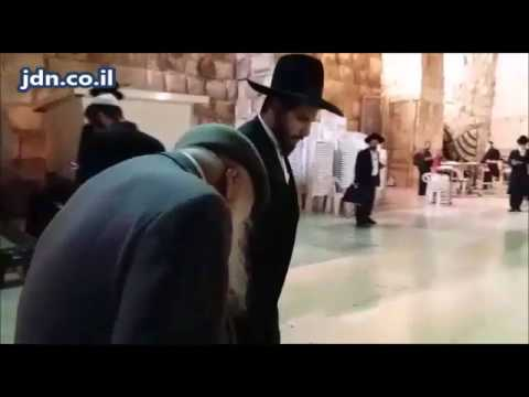 Mekubal Rav Shalom Shmueli Visiting The Kosel - Menachem Av 5777