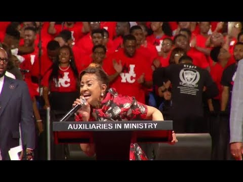 The Young People Are Going In Powerful Praise Break With Dorinda Clark Cole AIM 2018 HD!