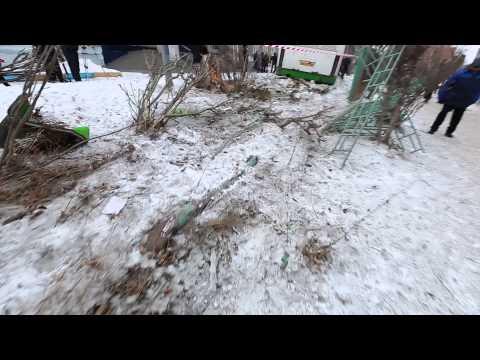 В Красноярске автобус №76 протаранил ограждение 82-й школы