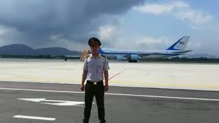 KBCHN tường thuật trực tiếp Tổng thống Trump đến sân bay Đà Nẵng, không có Phu nhân đi cùng