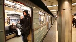 ブダペスト地下鉄3号線 フェレンツィエク広場駅 列車発車, Budapest Line3 Ferenciek tere Station departure