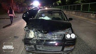 Taxi es impactado por un vehículo después de frenar imprudentemente