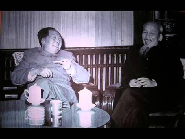 Bác Mao chẳng ở đâu xa Bác Hồ ta đó chính là Bác Mao ! (Chế Lan Viên)