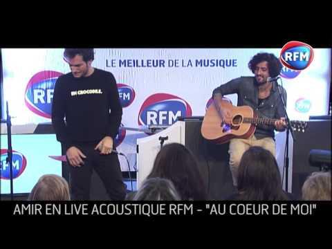 Amir interprète «Au coeur de moi» dans les studios RFM