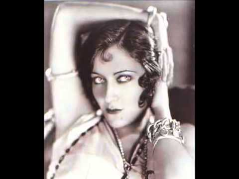 gloria swanson height
