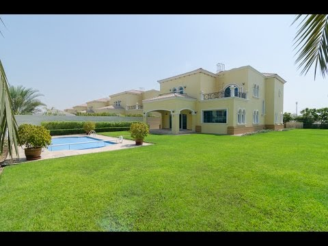 5 bedroom corner villa in jumeirah park with huge garden for Garden pool dubai